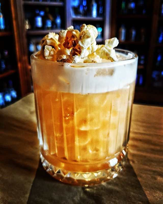 🍿C O C K T A I L  O F  T H E  W E E K🍿  Pecan Popcorn Creek🍿🥃 This week is a doozy featuring @knobcreek bourbon, our Homemade Pecan Syrup, Popcorn-Infused Creme de Cacao & egg white. Topped with Salted Popcorn for the ultimate Sweet & Savoury combination.  #cocktails #cocktailoftheweek #bourbon #popcorn #pecans #nutty #hellbelow #okayjustonemore