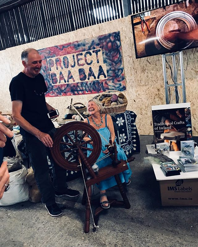 Sally Shaw-Smith with Johnny Shiels discussing spinning and Hands documentary series. Sally filmed Johnny's father many moons ago and here they are together; with Johnny continuing to spin ❤️ #projectbaabaa #galway2020 #sheep2018