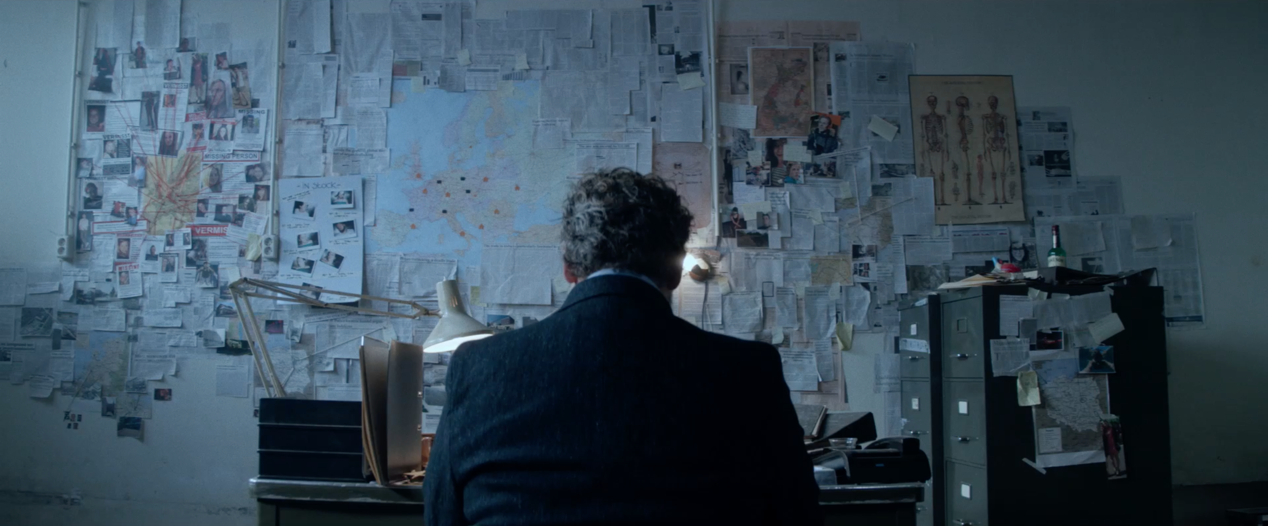 Broker is a thriller directed by David-Jan Bronsgeest with actor Yorick van Wageningen in the lead.It's developed with Dutch public broadcaster BNN and was released in 2015, winning the Tuschinski Award for Best Student Film.