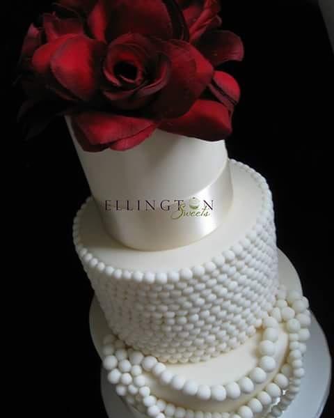 Pearls and Roses Wedding Cake 2016.jpg