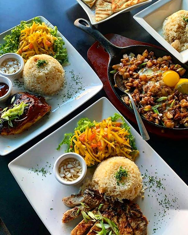 This looks too good! 👀 Have you tried @tamiscafeottawa on #BankStreet? It is a great homestyle Filipino café that serves up amazing meals, desserts and drinks! 👌 . . . . . #ottawa #myottawa #ott #yow #community #ontario #Centretown #Canada #food #yum #nomnom #eat #foodie #delicious #good