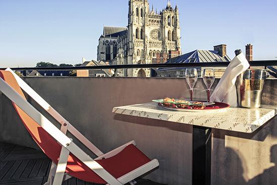 Détention murs et fonds 4 étoiles 102 chambres Restaurant et bar Snacking et room service Espaces de réunion Le + : vue sur la Cathédrale
