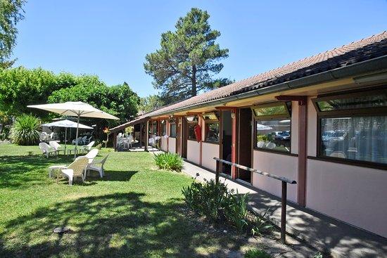 Détention murs et fonds 3 étoiles 43 chambres  Bar et snacking Parking Le + : un grand jardin sous le soleil