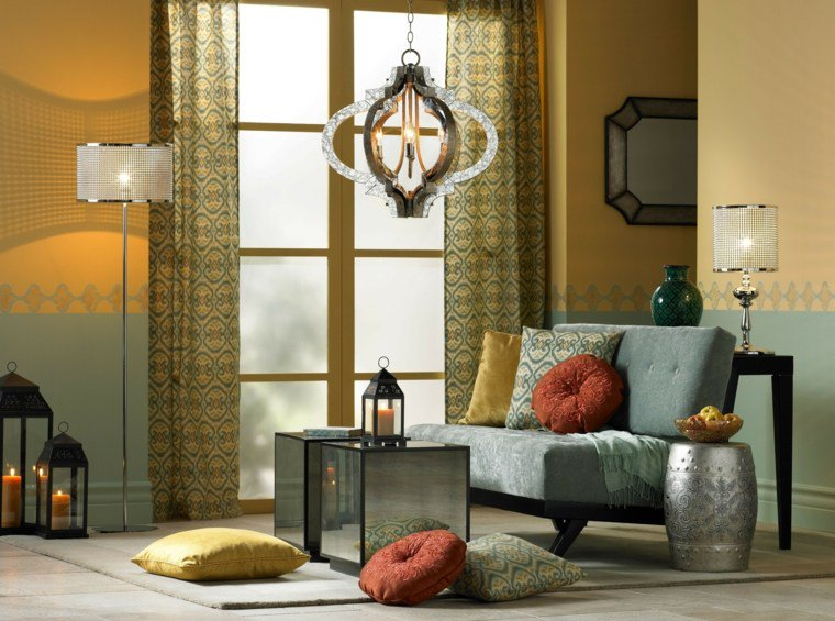 Metal work and oriental inspiration - Explore the icons of Moroccan wrought iron work: candlesticks, lanterns, mirrors and even lampshades that will fit perfectly with your decor.Internationally esteemed Moroccan designers have appropriated these objects and there are now modern versions.
