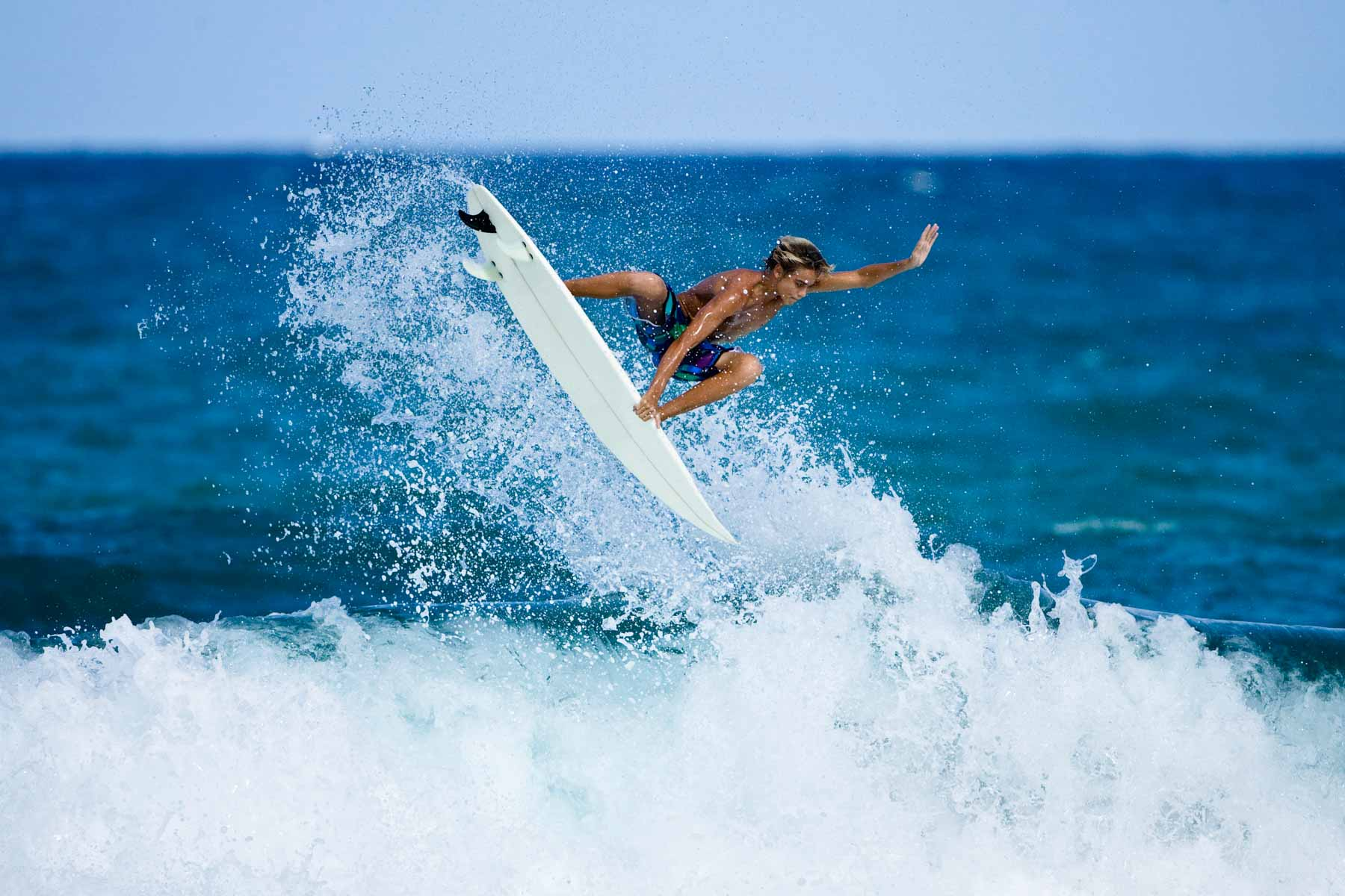 teen-surfer_000009642901_Large1.jpg