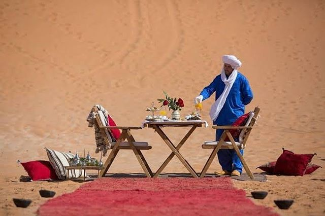 Imagine your #honeymoon #dinner in #Sahara #Morocco #Algeria #Tunisia #Maghreb #visitmaghreb #travel #love