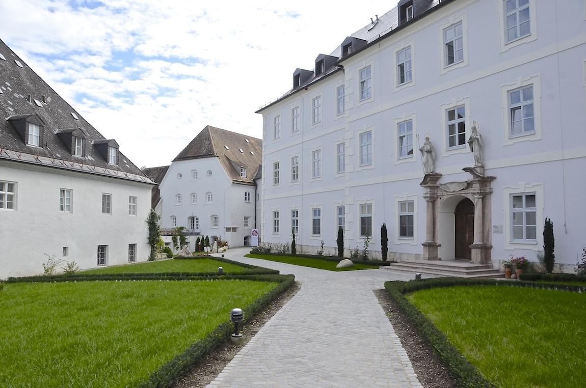 Abtei_Innenhof.JPG