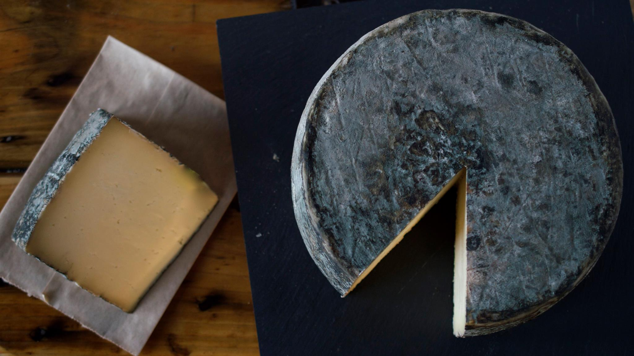 lucky-linda-cave-aged-cheddar-cheese.jpg