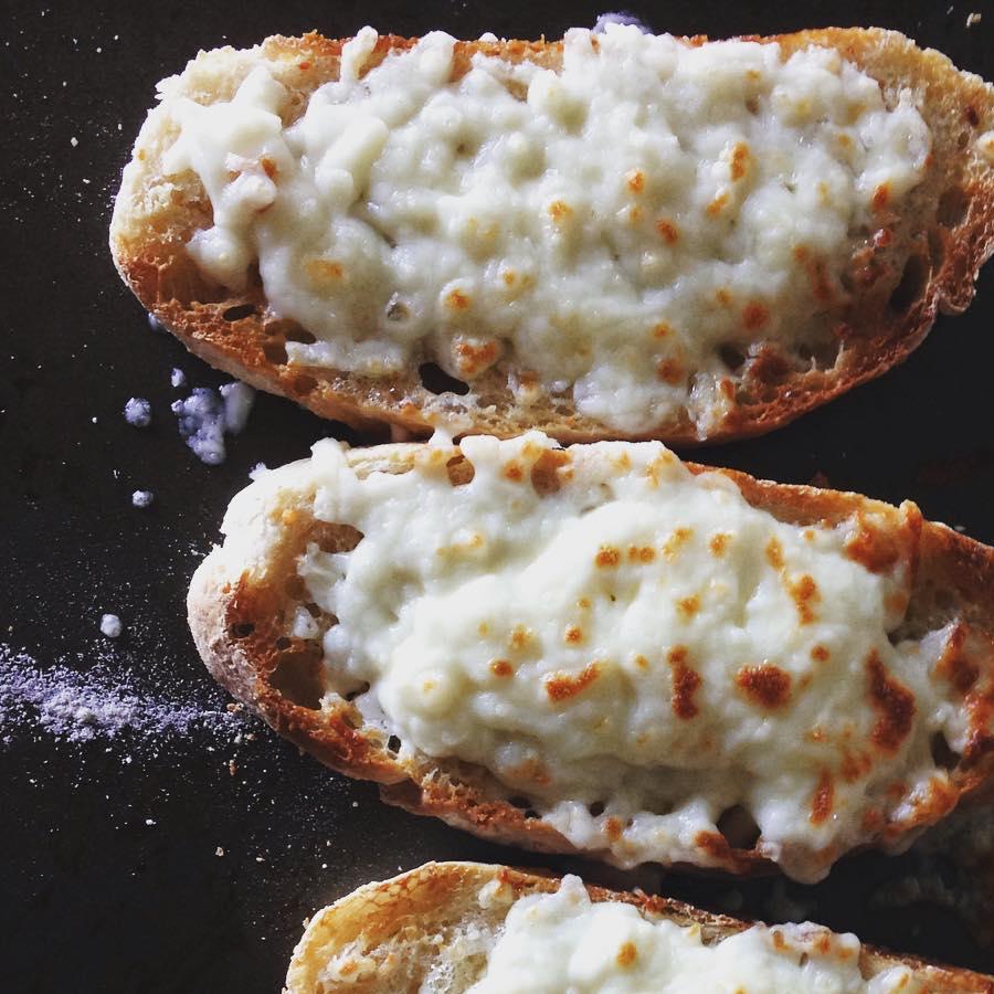cheesy-bread.jpg