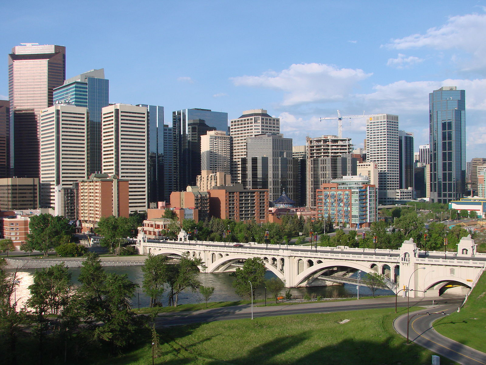 1600px-Downtown_Calgary.jpg