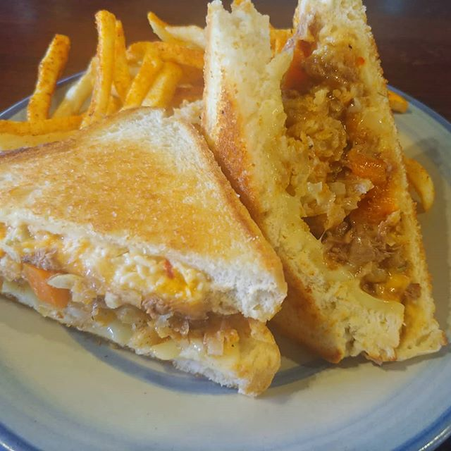 We got #shortrib #grilledcheese with #pimentocheese, crispy onions, and pepper jack with Grippo fries, $2 PBR and #hudydelight come get you some. #nkyeats #cincyeats #lovethecov #cheesetoastie #damnfinefood #mainstrassevillage