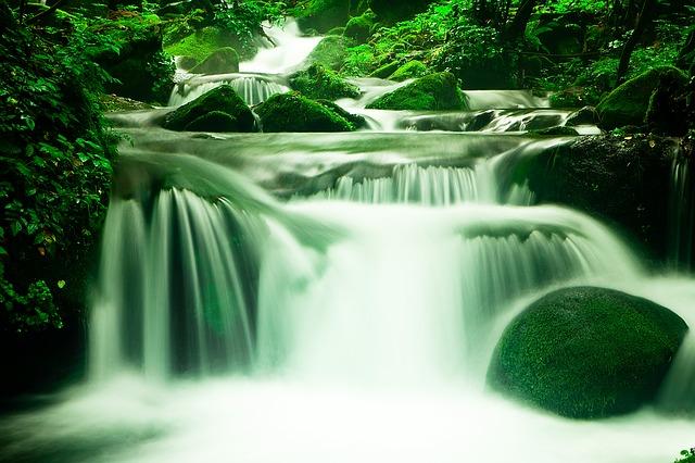 waterfall-1309204_640.jpg