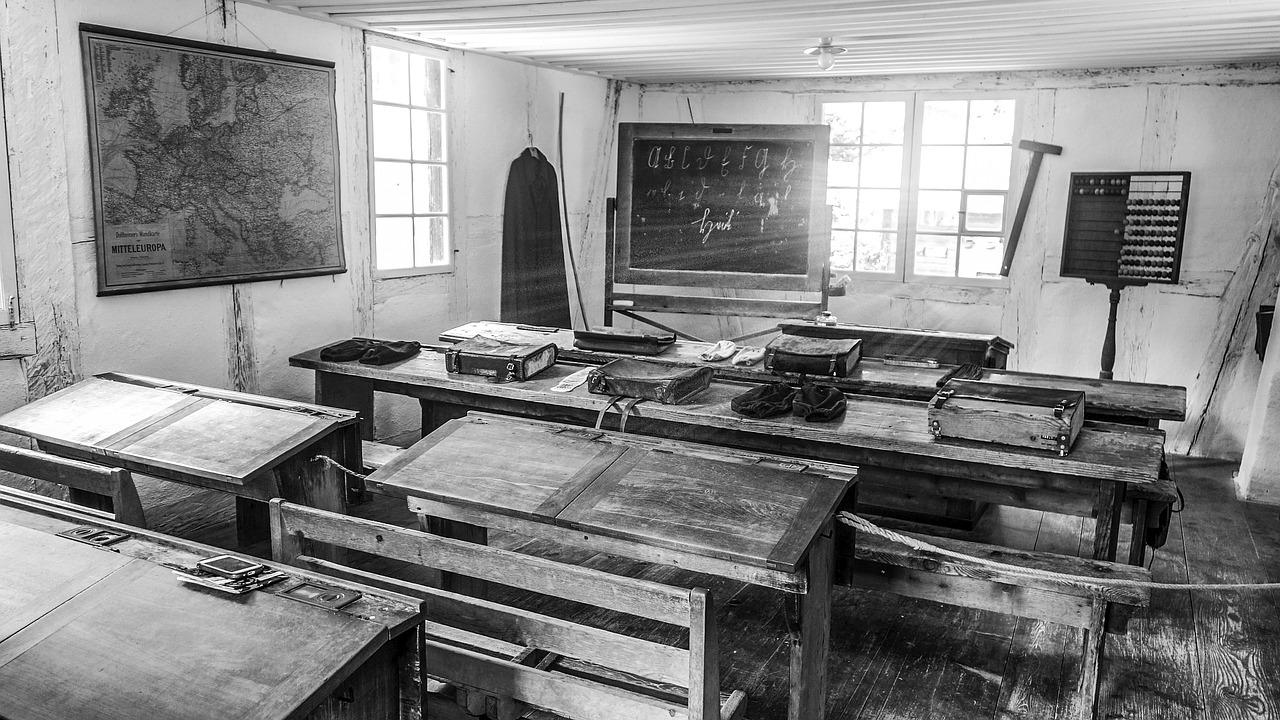 classroom-2196663_1280.jpg