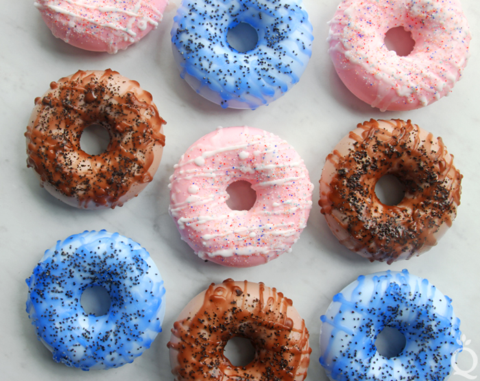 Dougnut-Melt-and-Pour-Soap-Tutorial.jpg