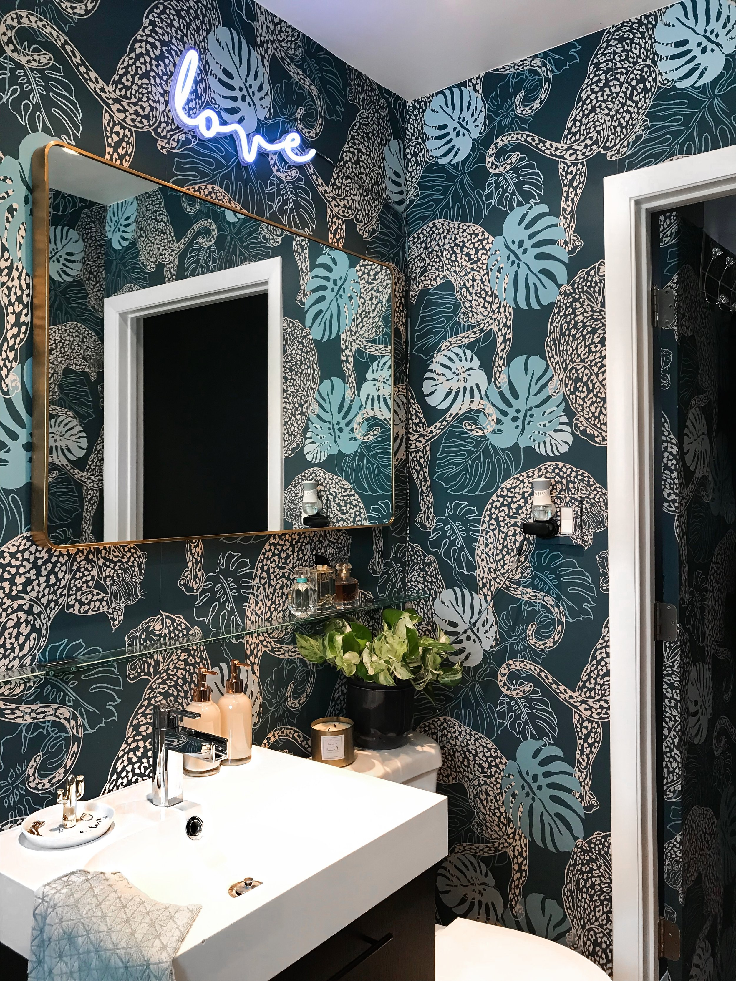 This wallpaper is a showstopper! Its bold and inviting.