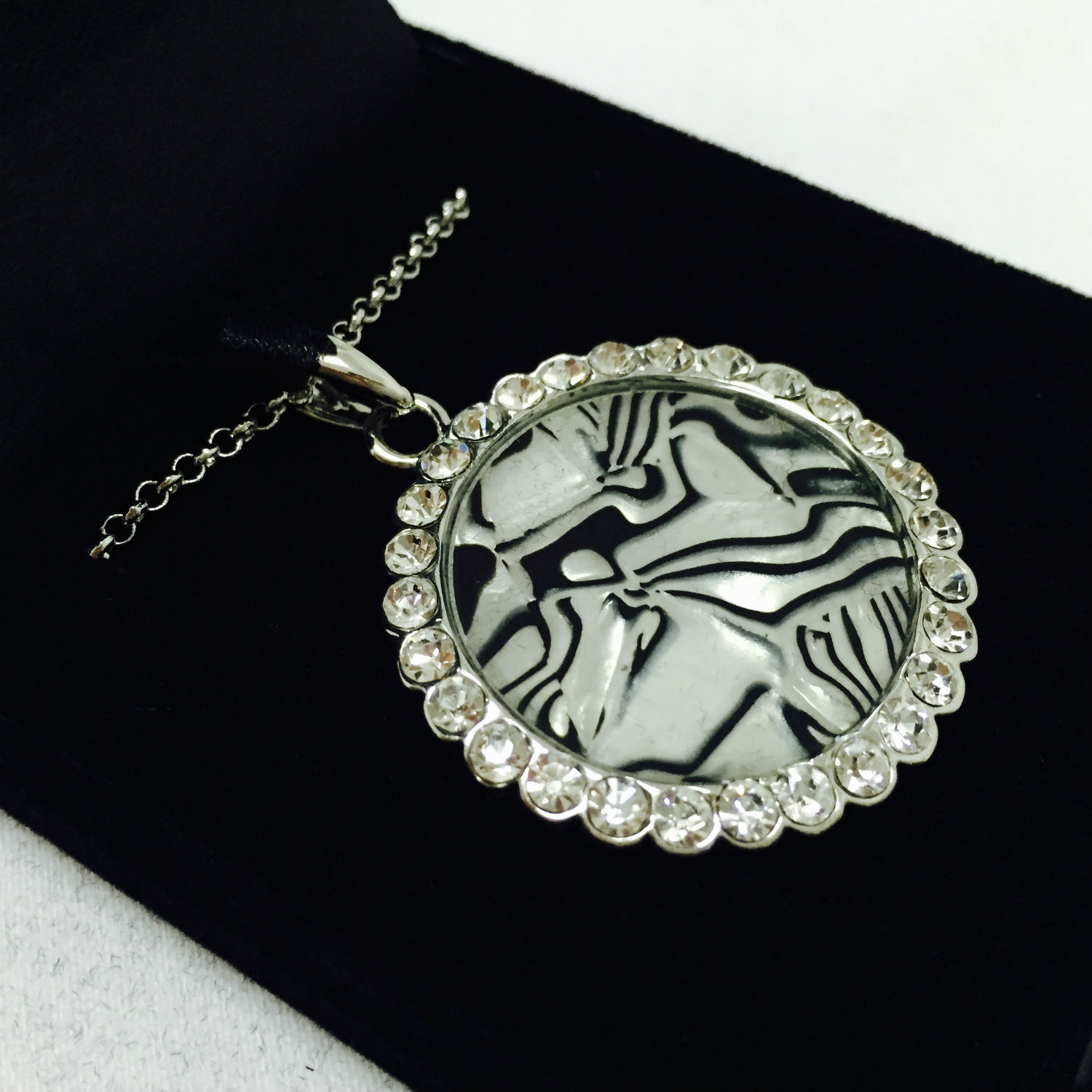 - NFC Necklace Inlayed with Pearl and NTAG213