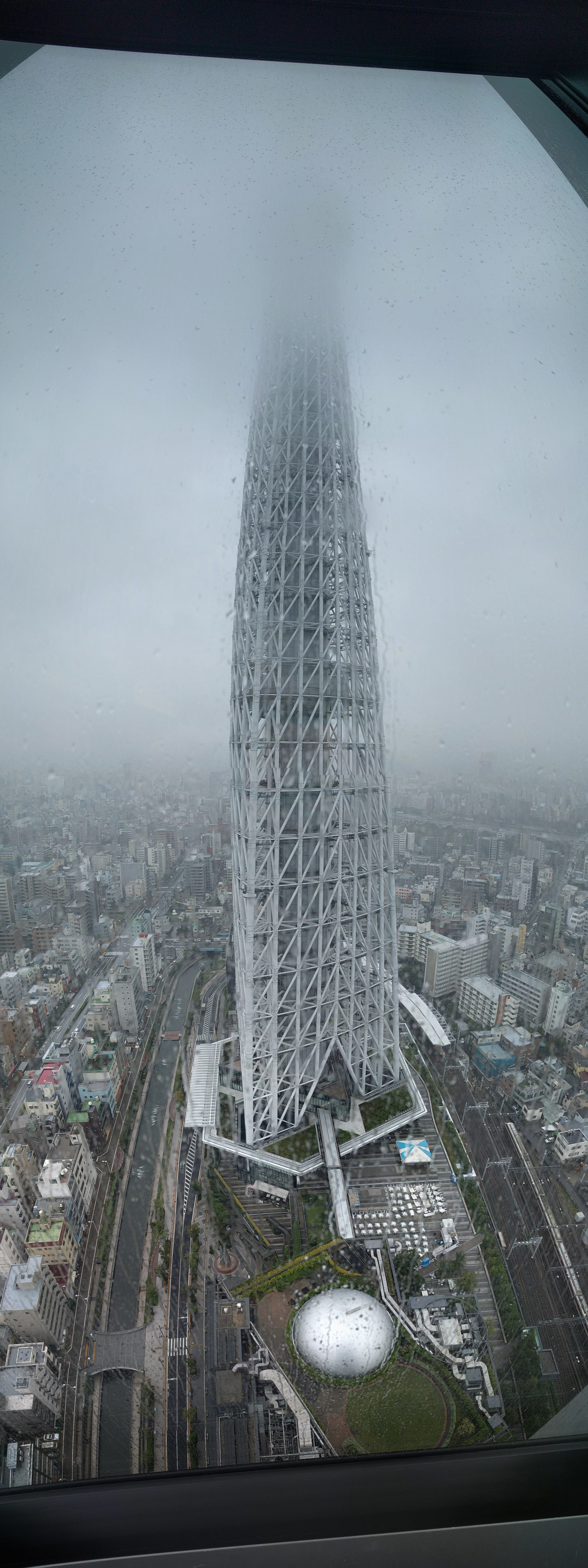 Cloudy day at SkyTree