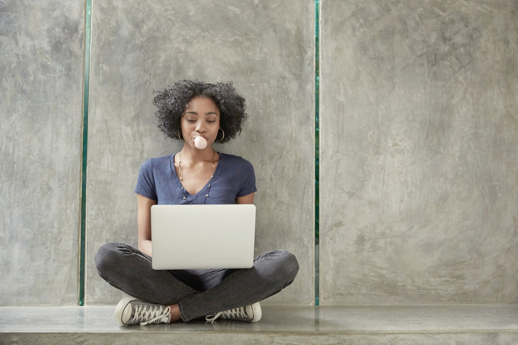 youngwomancomputer.jpg