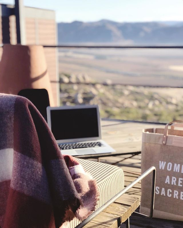 Dreaming of yesterday's workspace down south 🌵 . . . . . . . #curatedshoots #mytinyatlas #workspace #retreat #valledeguadalupe #curatedtravels #timeoutsociety #contentcreation #travelandleisure #ladiesgoneglobal #sheisnotlost #theglobewanderer #travelgram #welivetoexplore #thatcuratedlife #dametraveler #purposefulplanning #mindfulliving