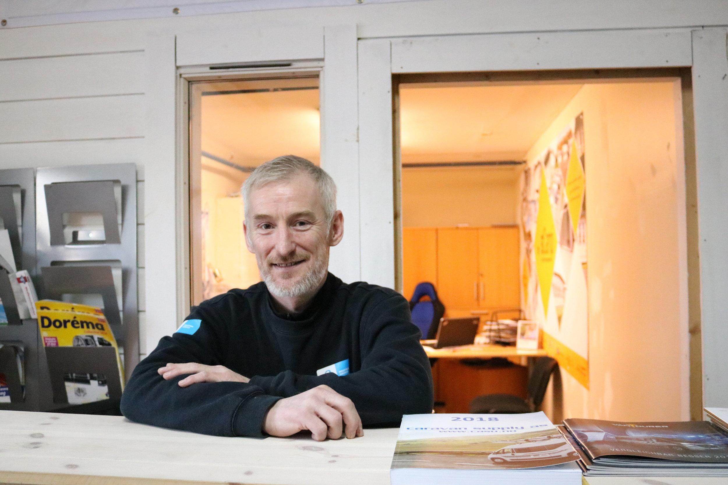 Trond Lasse Hansen er daglig leder og eier av Ågotnes Caravan Service As. Han står klar til å hjelpe deg enten det er behov for modernisering og ettermontering av utstyr, reperasjoner, kjøp eller salg av bobiler..