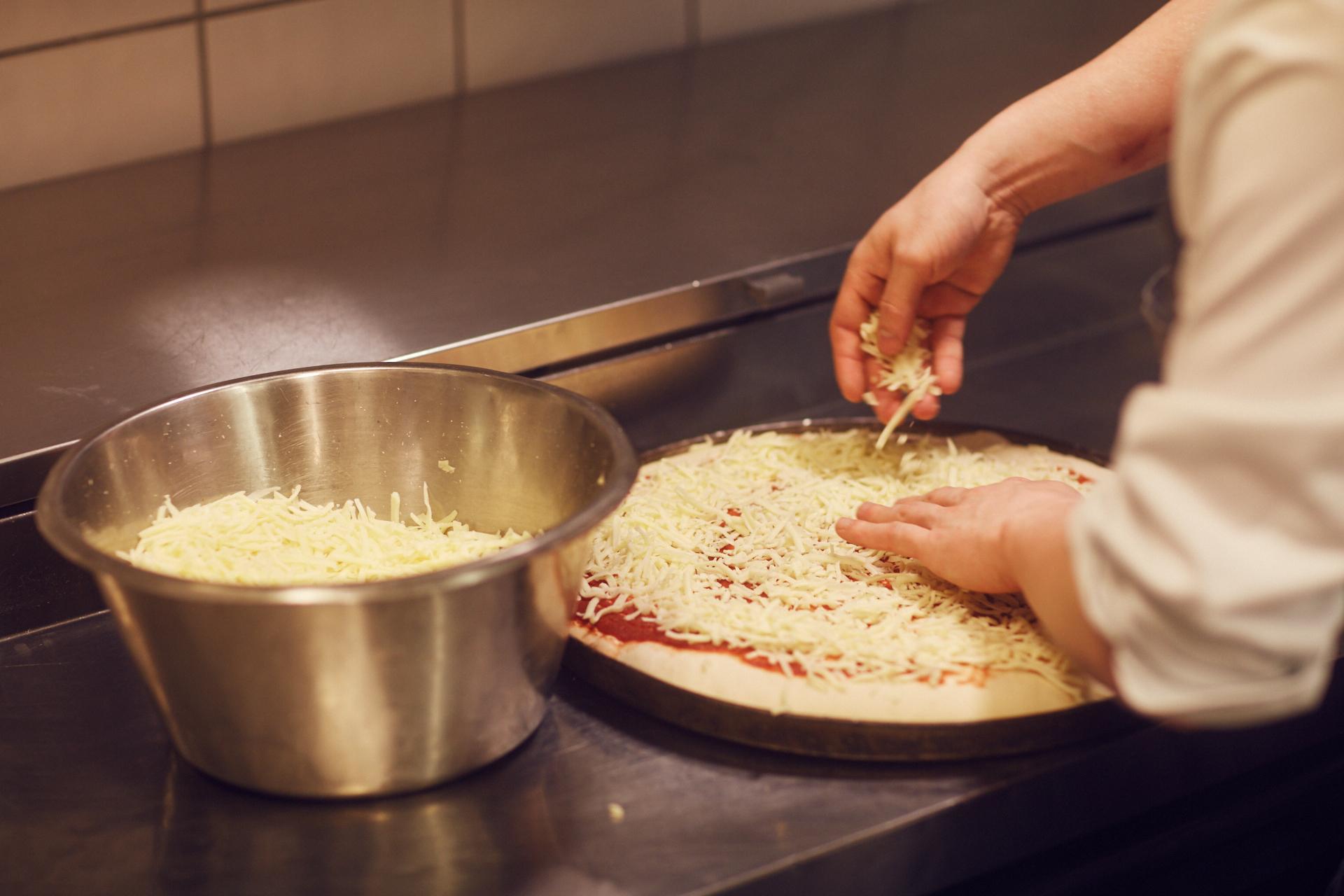 Vi baker vår egen pizza