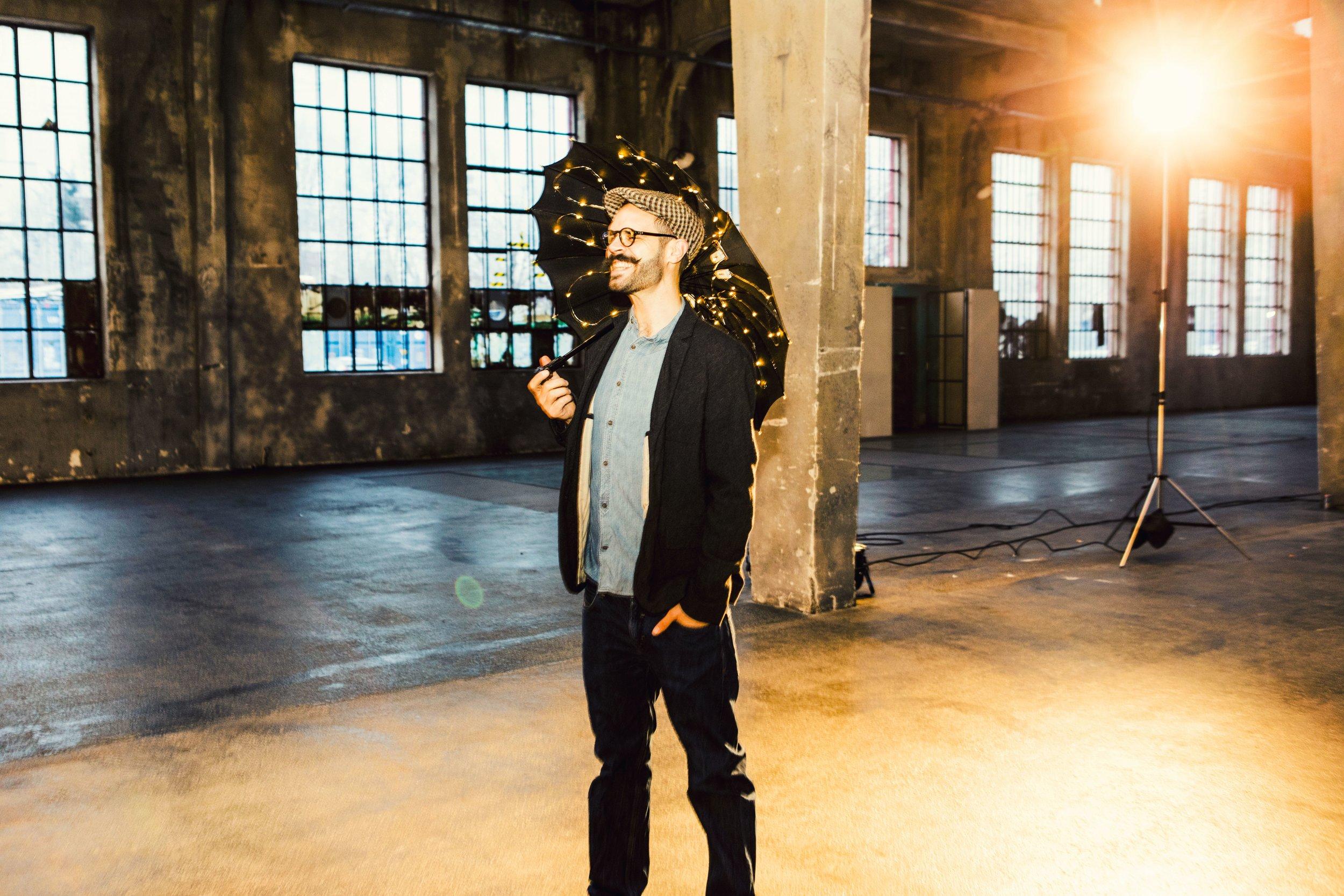 DAS DAS Schirm_by Marek und Beier Portrait Fotografie.jpg