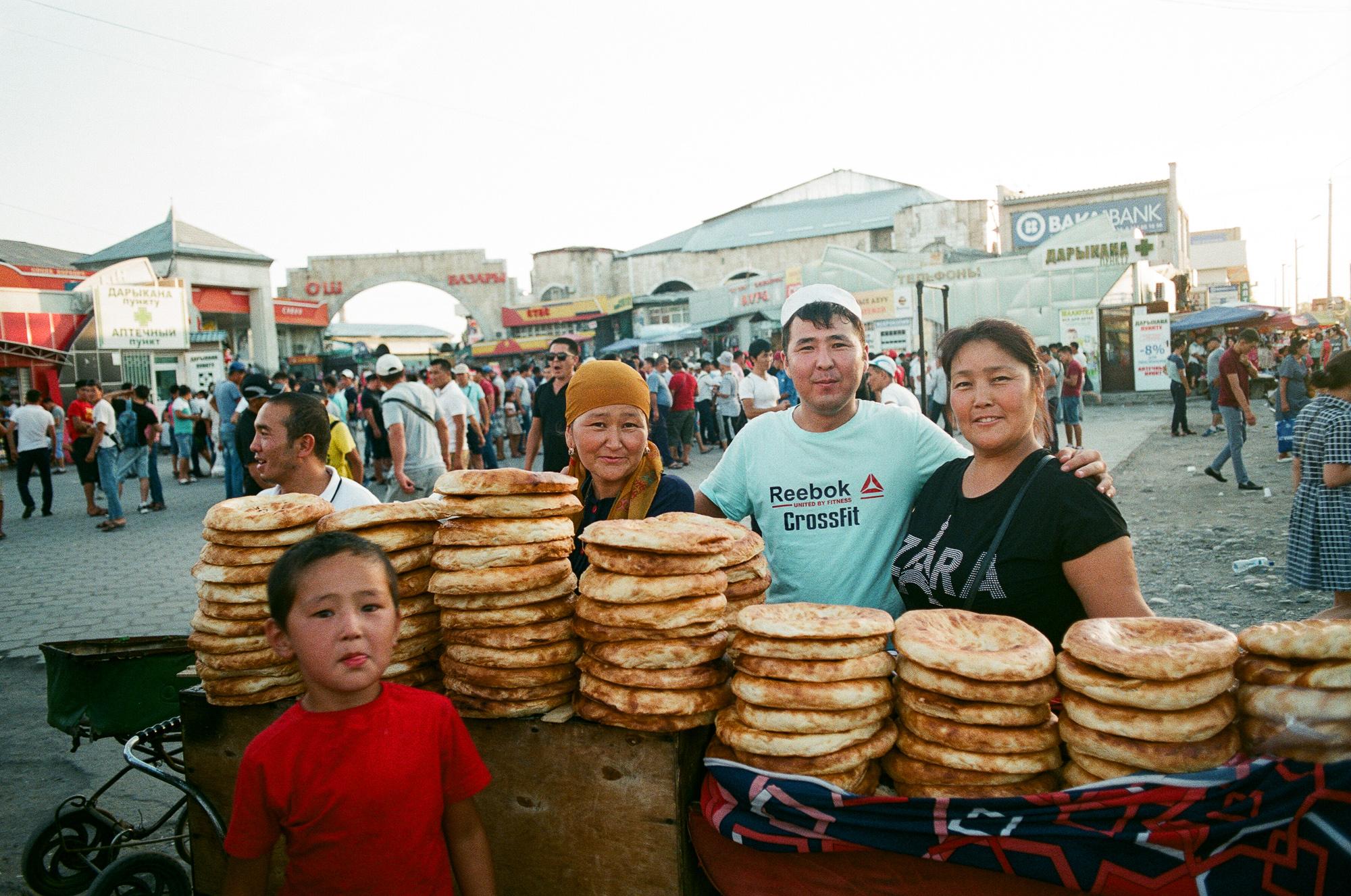 Talking to a family at Osh Bazaar. Bishkek, June 2017