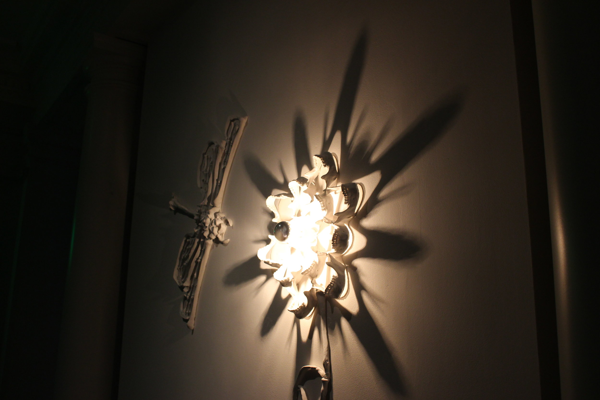 A light display that uses light and shadow to present itself