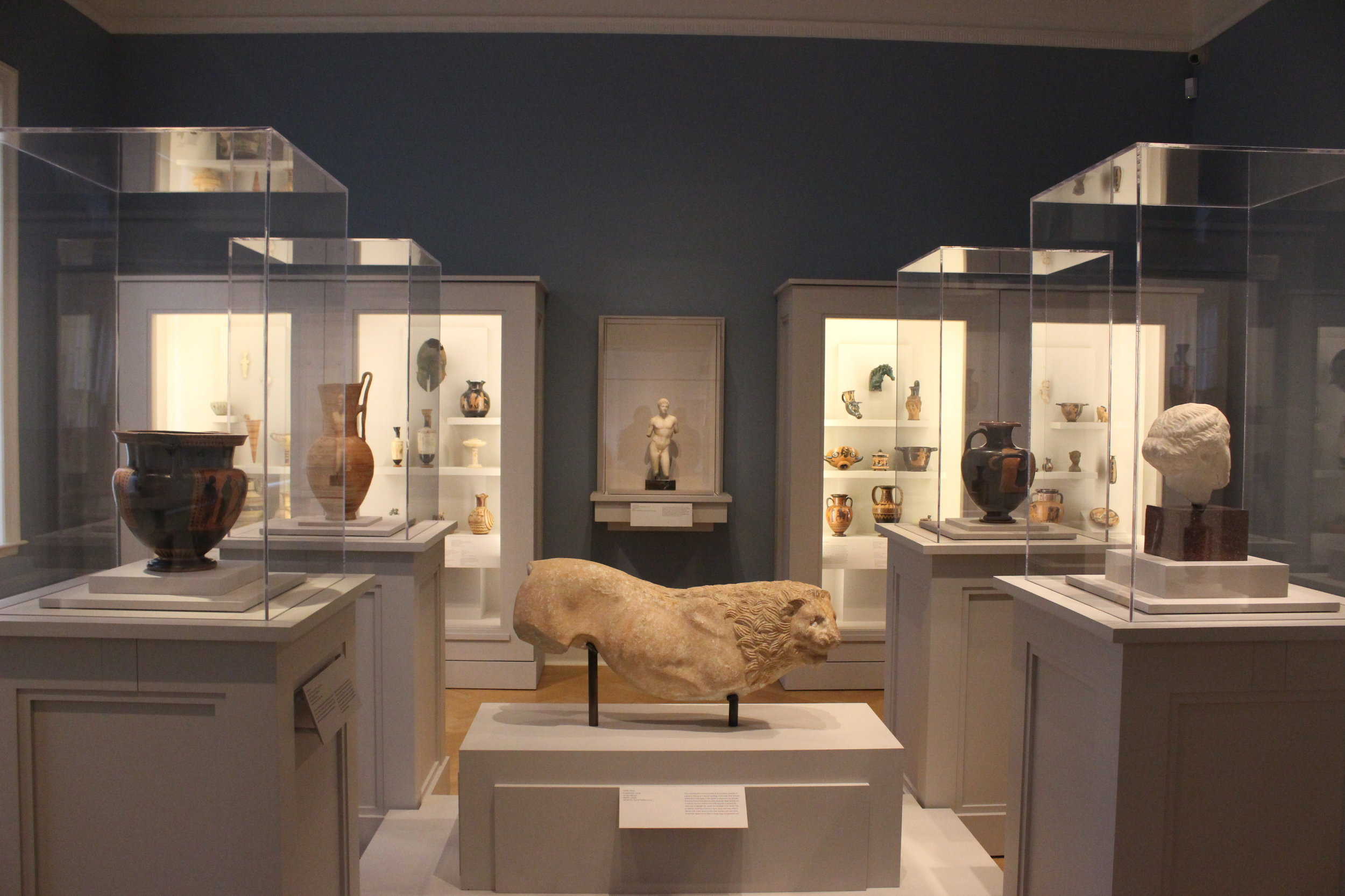 A very symmetrical room showing off multiple ancient Greek pieces