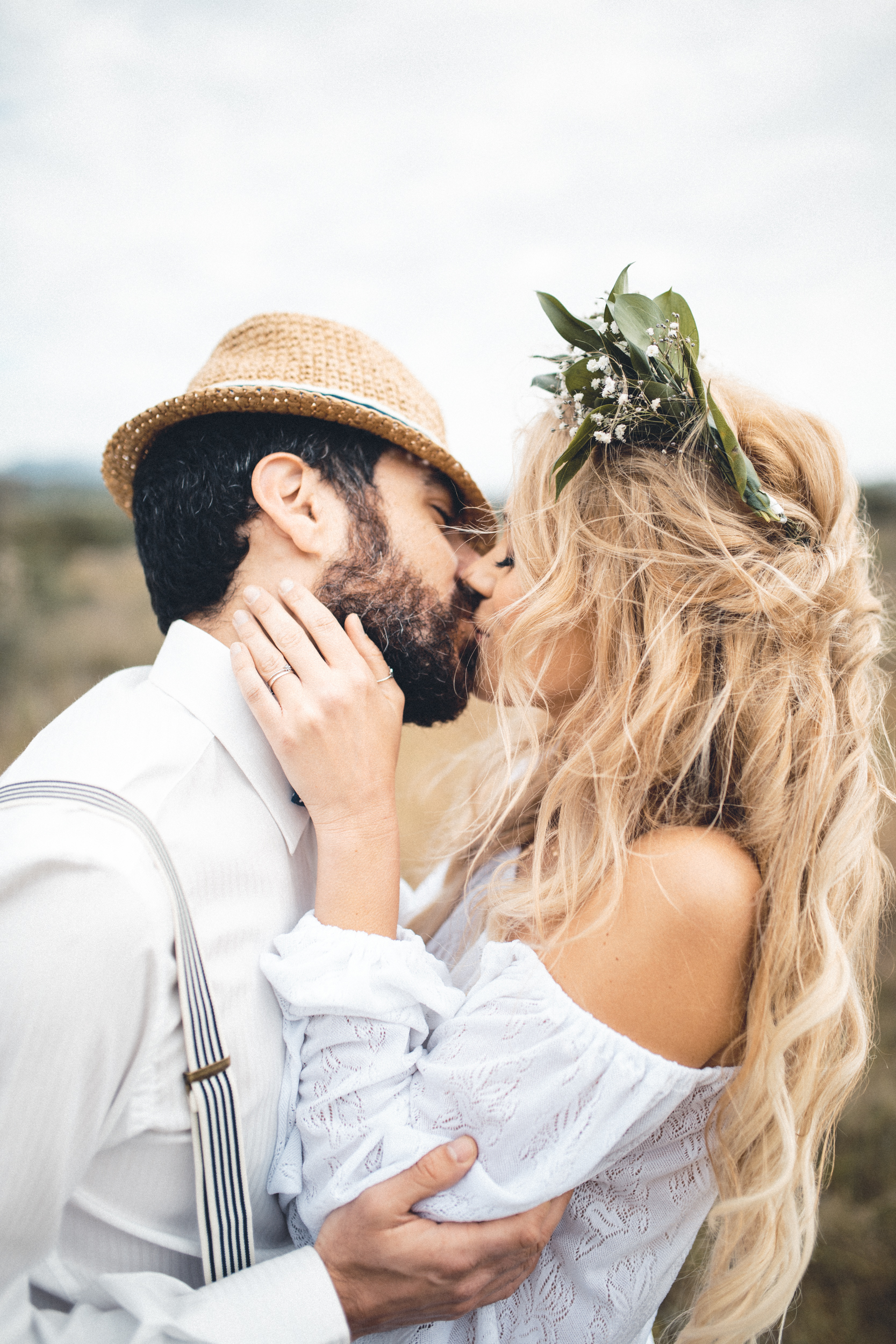 wedding photographer mallorca dominic lula couple passionate kissing couple photoshoot engagement session