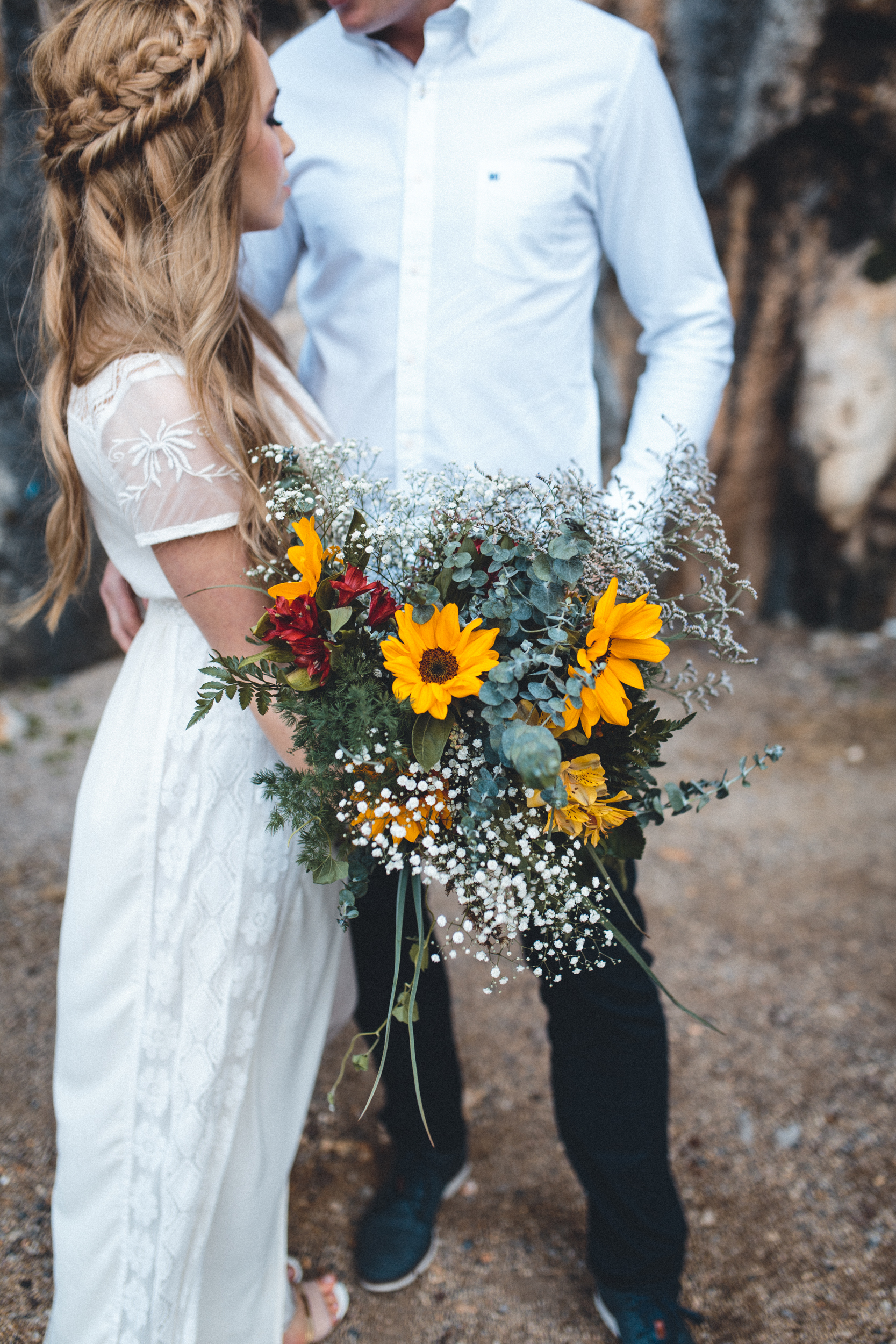 wedding photographer mallorca dominic lula beautiful rustic bouquet couple photoshoot engagement session