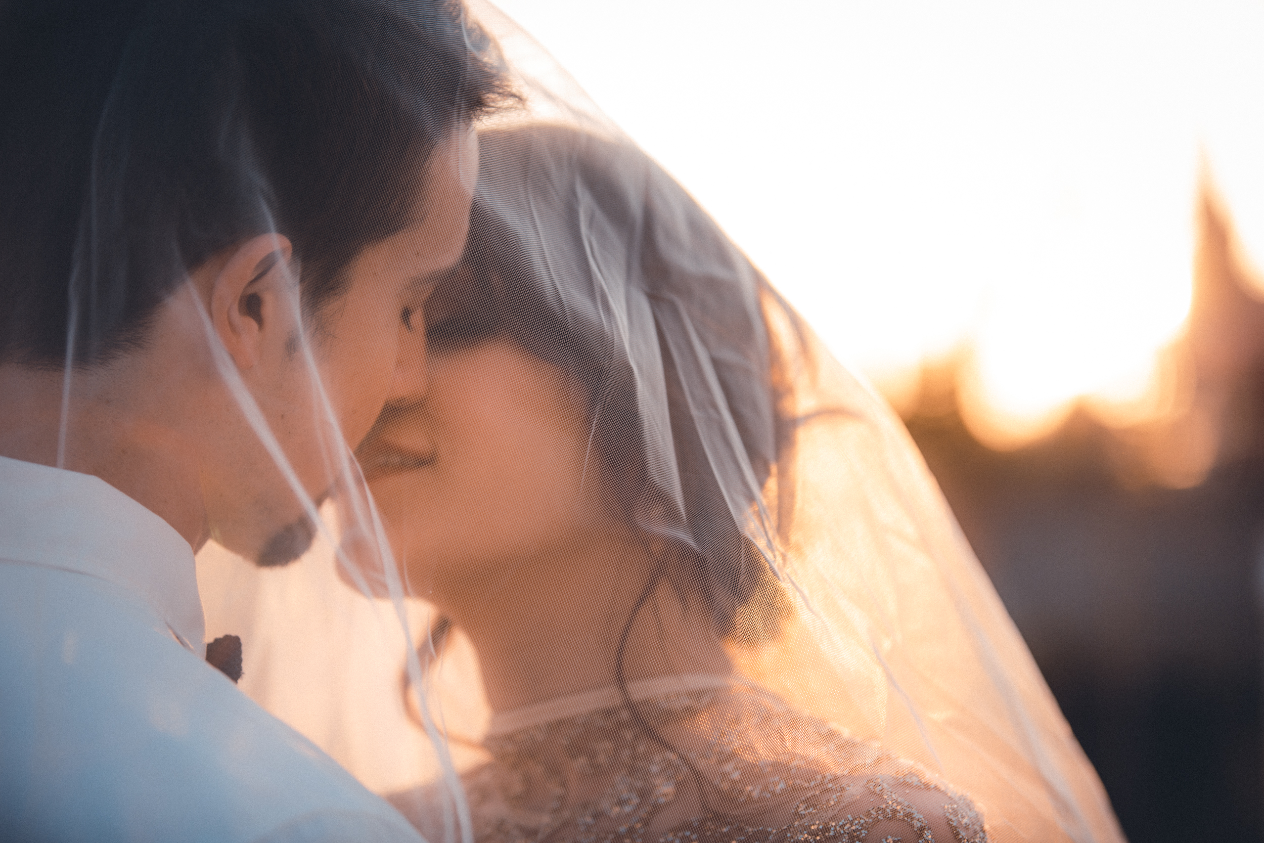 wedding photographer mallorca dominic lula veil kissing couple photoshoot engagement session