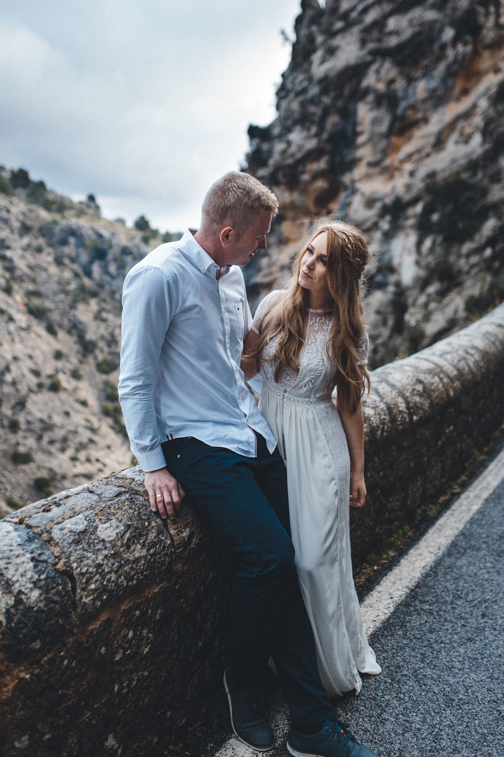 wedding photographer mallorca dominic lula beautiful couple couple photoshoot engagement session