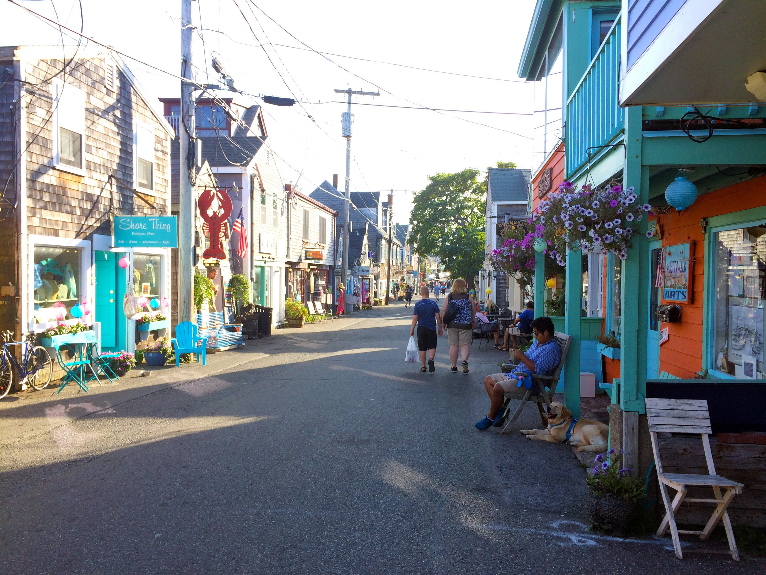 Bearskin Neck, MA - Humz and Lucy being patient while I went in all the shops