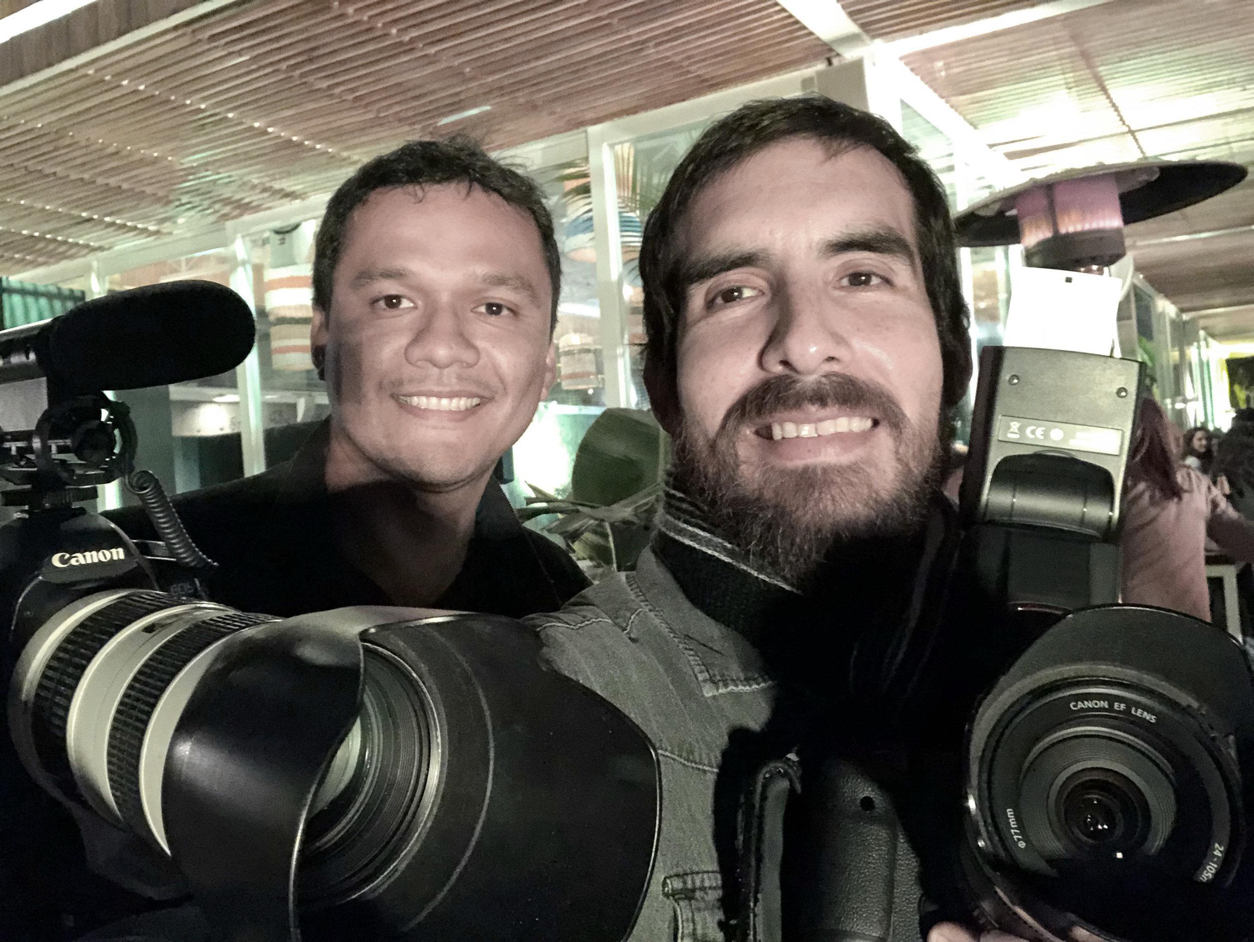 Foto+Video.  Selfie pos-trabajo de nuestro fotógrafo Miguel Jose Flores y nuestro videógrafo Pablo Rondán, quienes realizaron una sesión junto a la agencia Avant-Garde para nuestro nuevo cliente El Gourmet.  La sesión se realizó en Ammo, ubicado en el circuito de playas, Barranco.