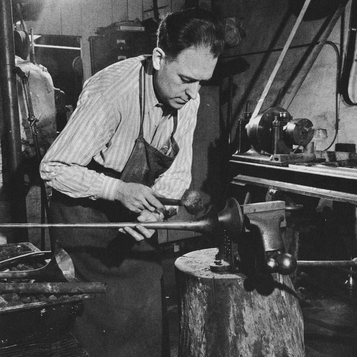 - Elden Benge hand-hammering a bell in his Burbank, California factory in 1954.Principal trumpet of the Detroit Symphony Orchestra from 1928–1933, and the Chicago Symphony Orchestra from 1933–1939, Benge began building his own trumpets in Chicago, based on measurements from his personal French Besson. He moved his factory to Burbank in 1953.