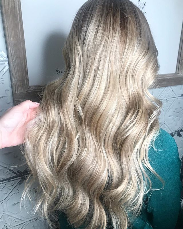 Those summer vibes 😎✨ full highlight with smudge root and tone! Scruples color for the win! #herefordsalon #hairbywhit #blondebalayage #summerhair