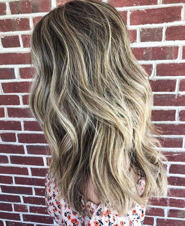 It's always a good day at The Zone Salon, especially when you get to play with hair like this 😍👏🏼 hope everyone has a relaxing night and remember to love yourself, you're beautiful 💕#selflove #bebeautiful #goodvibes #hairvibes