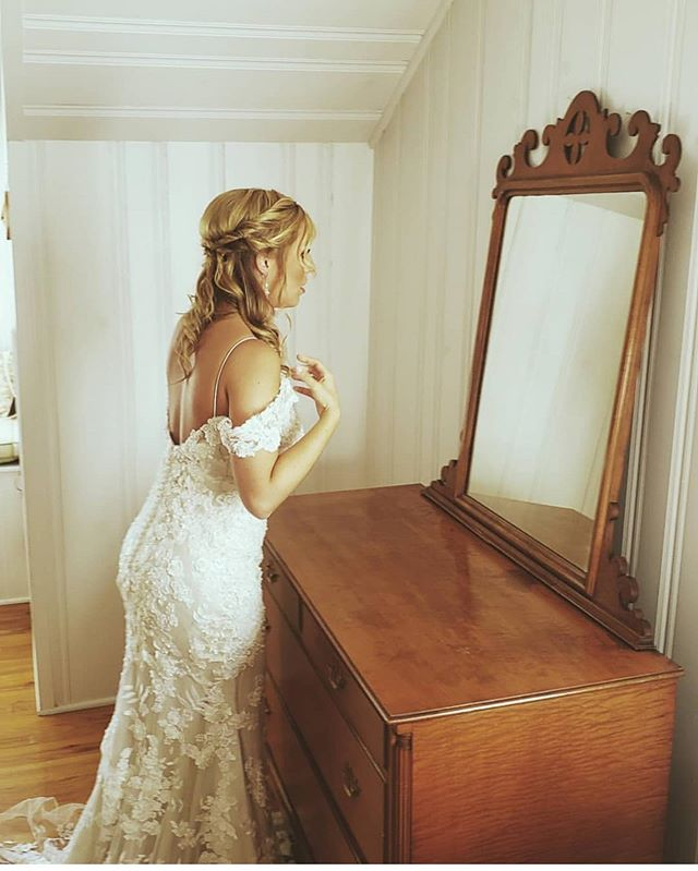 The beautiful bride this past weekend. Whitney and Taylor enjoyed working with the bride and her bridesmaids. It was a beautiful day 🌞🍂 #bridalhair #family #familywedding  #herefordwedding