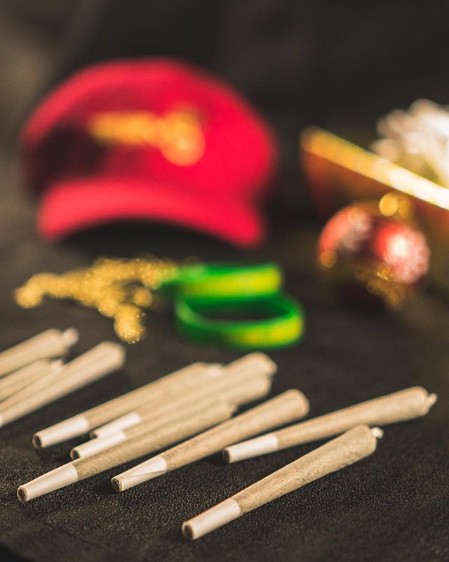 It's day 2 of our 10 for $10 preroll holiday special! Prerolls are flying a bit faster than we intended so swing by while you can! We've already given away a few hats and t-shirts too so you don't want to miss out! #happyholidays #stayelev8ed #treateveryonelikegold