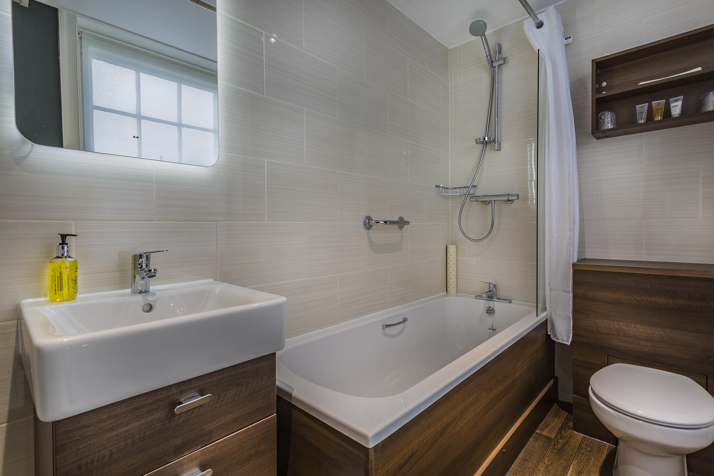 Golden Fleece Classic Double Bathroom Alternate 2.jpg
