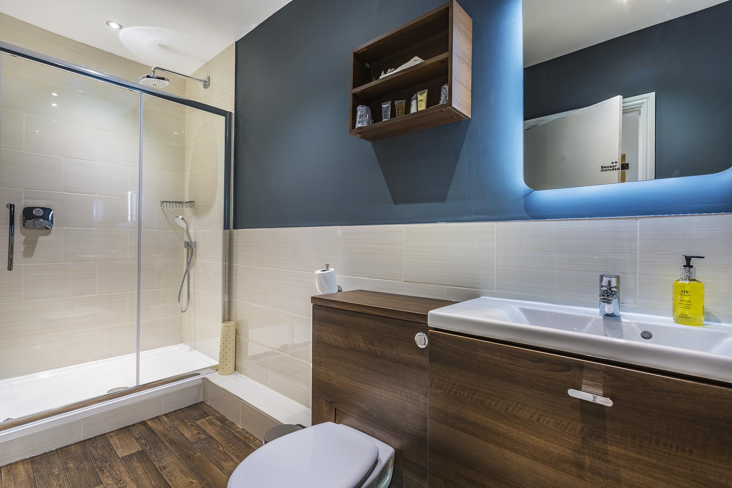 Golden Fleece Dick Turpin Bathroom 1.jpg