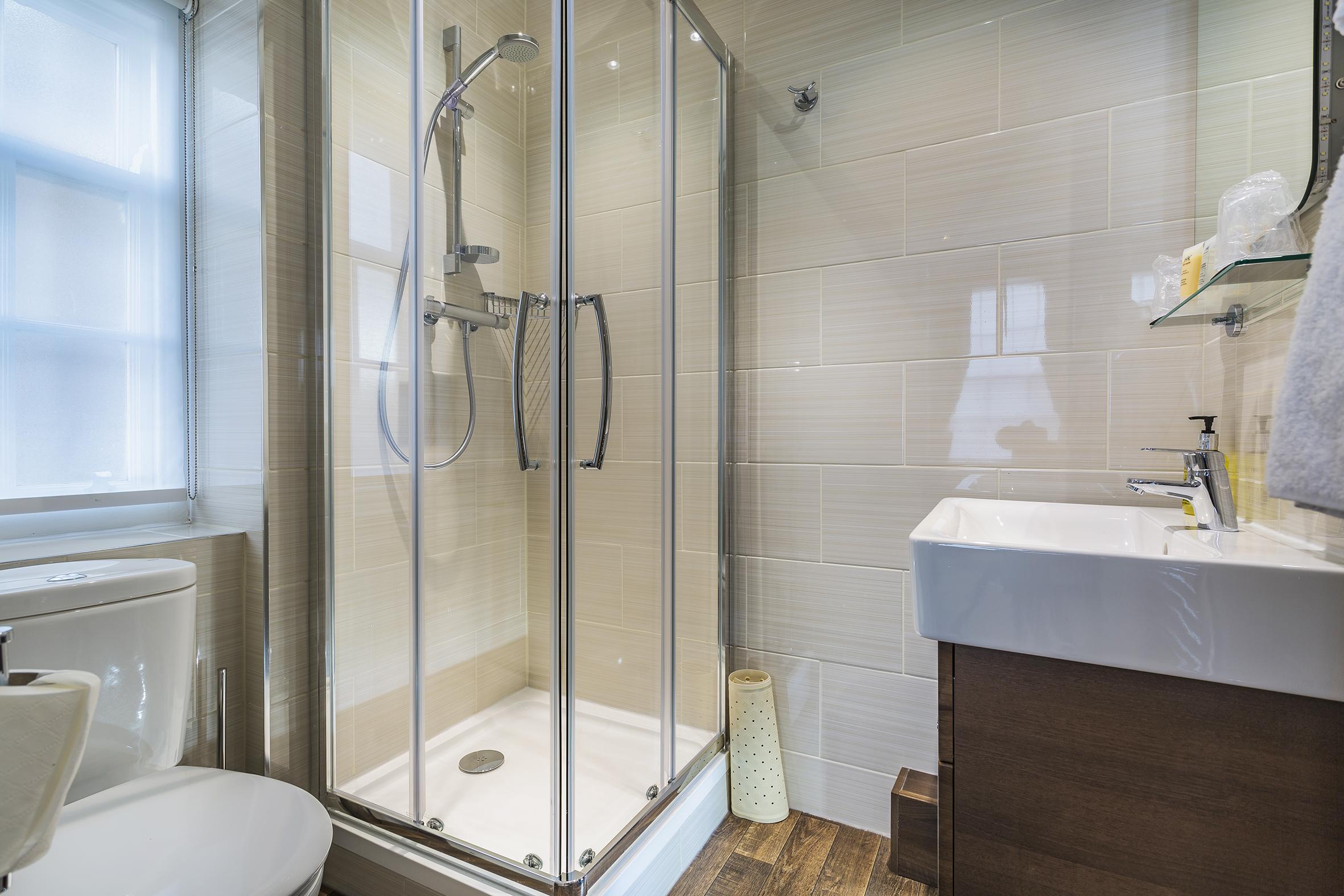 Golden Fleece Superior Double Bathroom 1.jpg