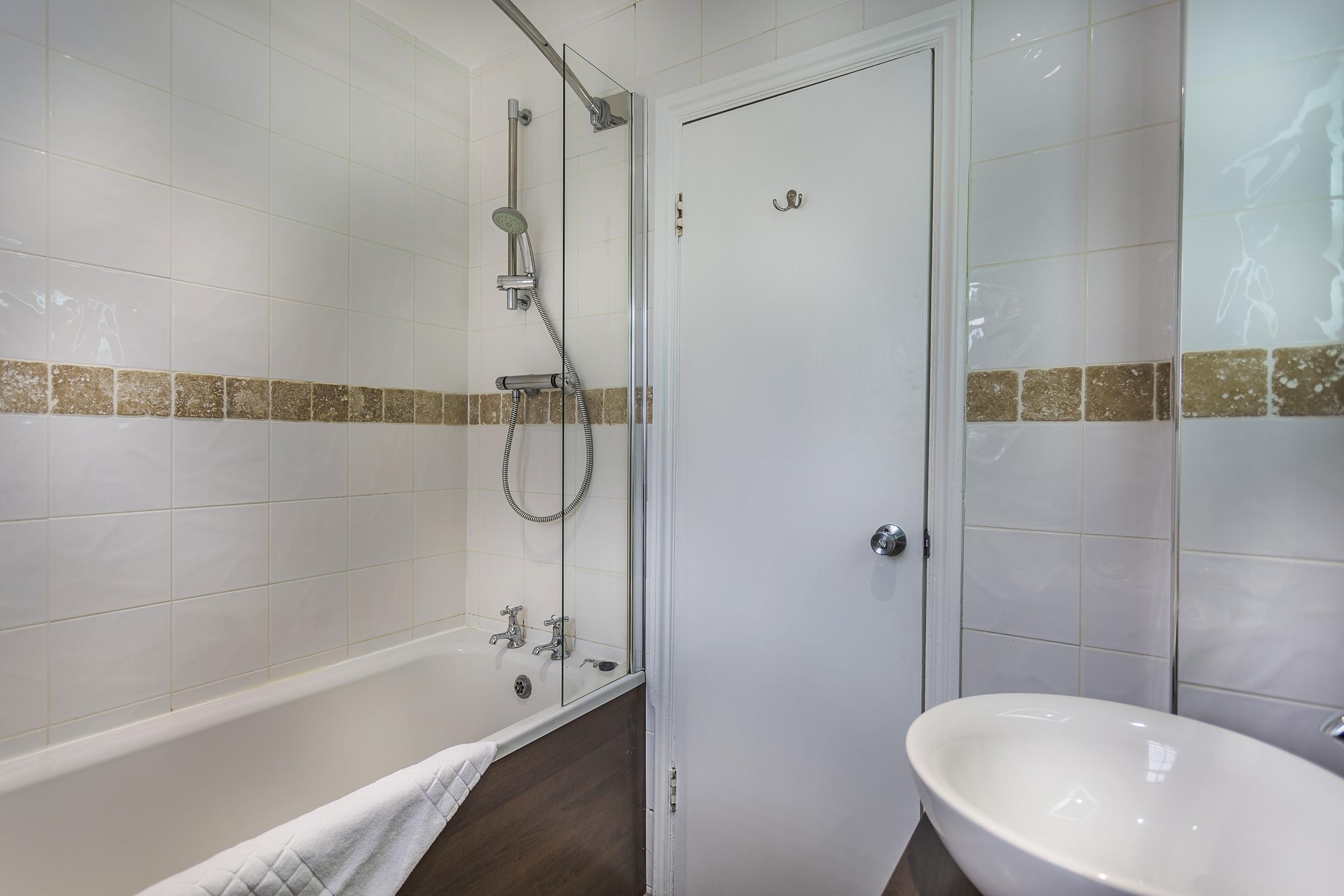 WhiteHartRoyal_Room_114_Bathroom.jpg