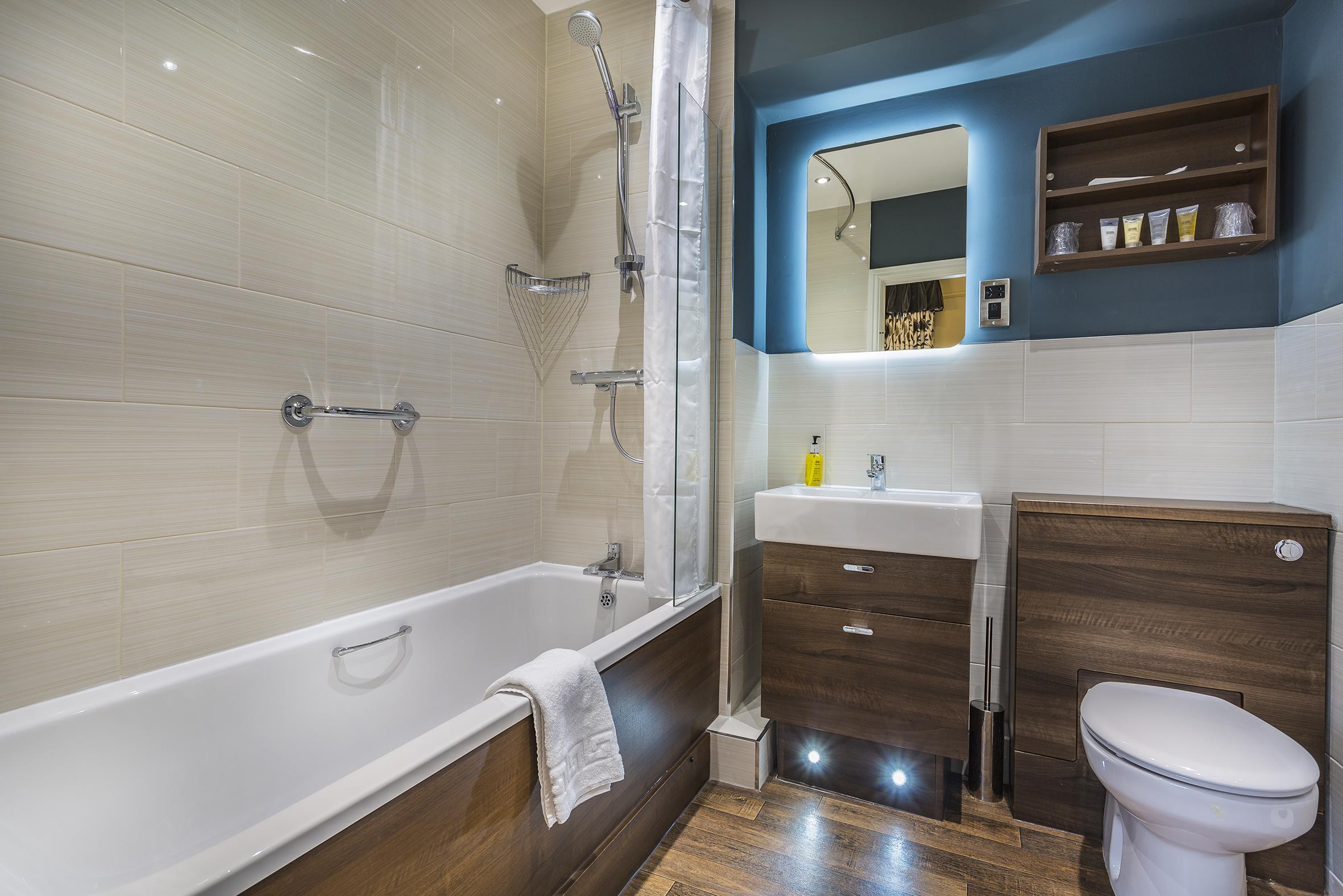 Golden Fleece Superior Double Alternate Bathroom.jpg
