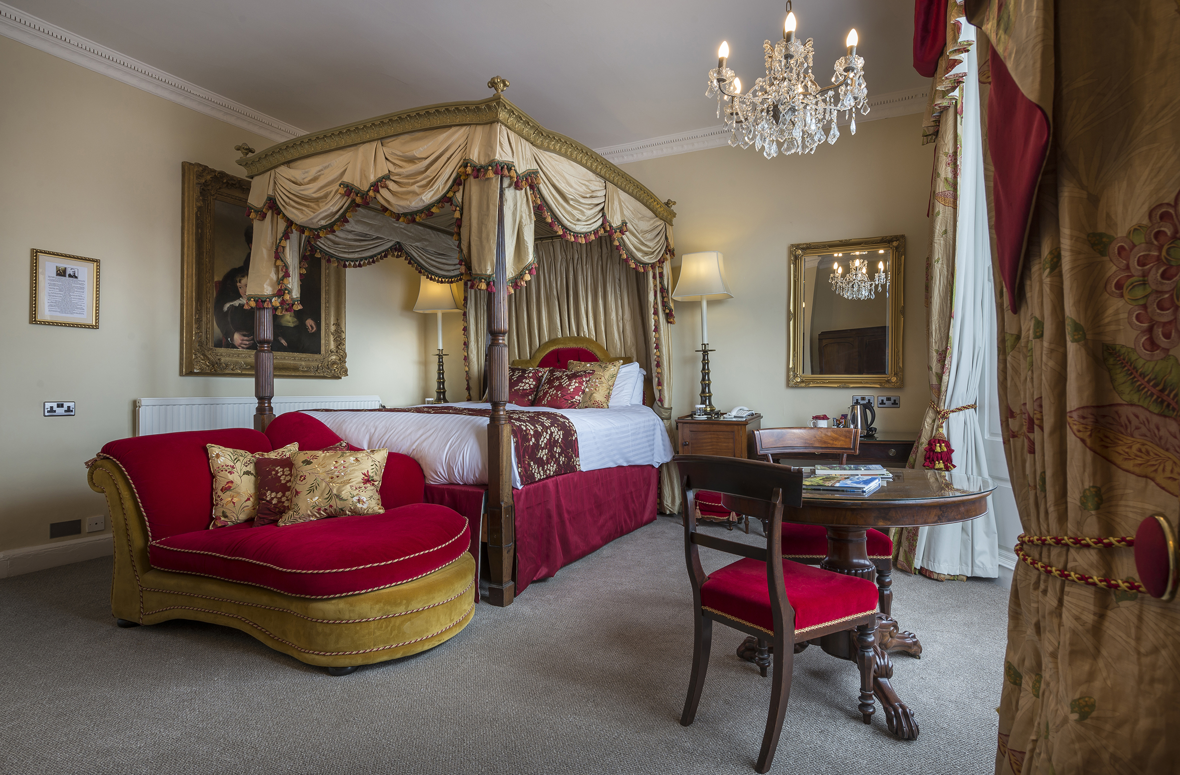 Four poster suite 2.jpg