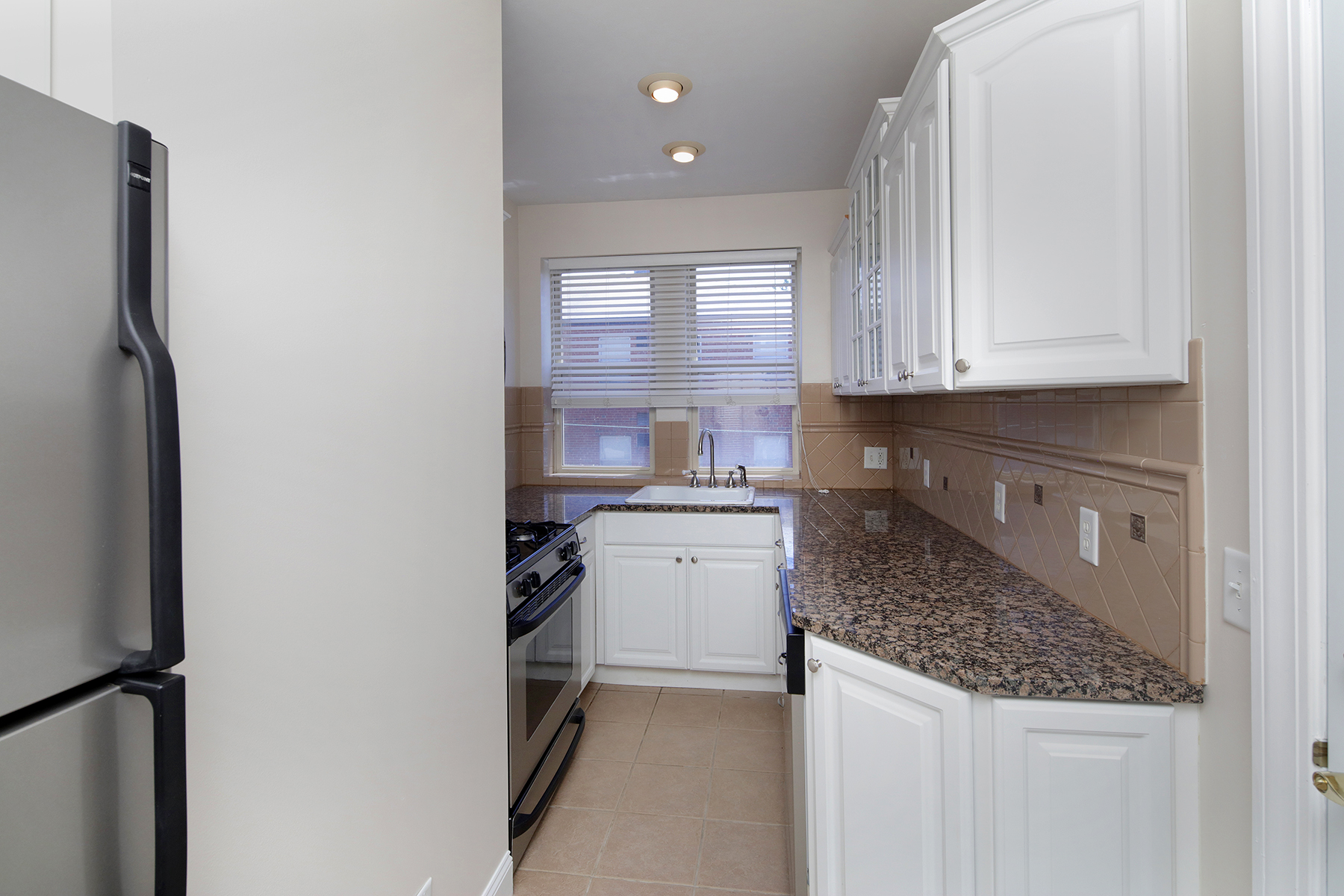 1 Bed Small Kitchen