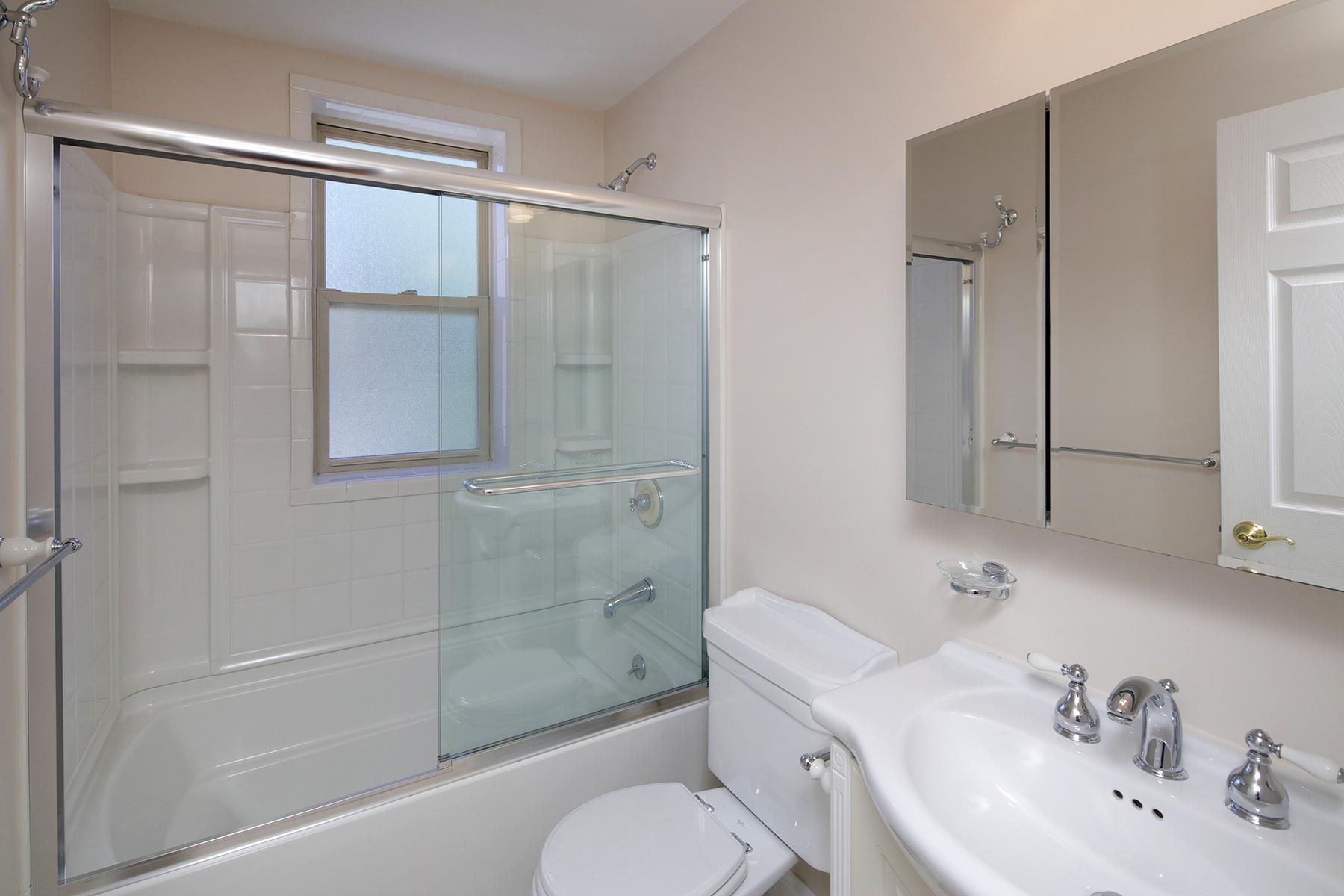 1 Bed Small Bath
