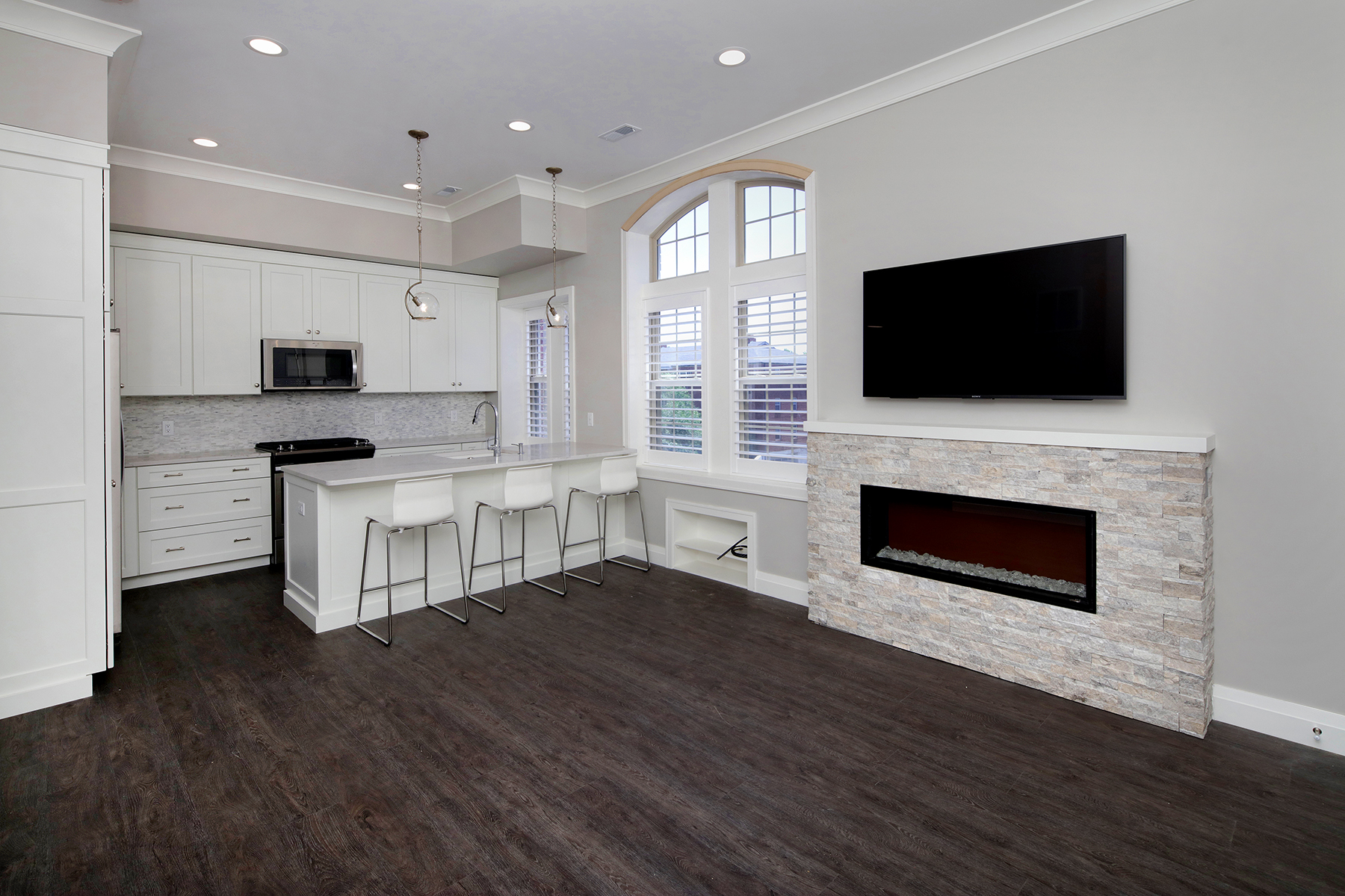Large 2 Bed Penthouse Living Room & Kitchen