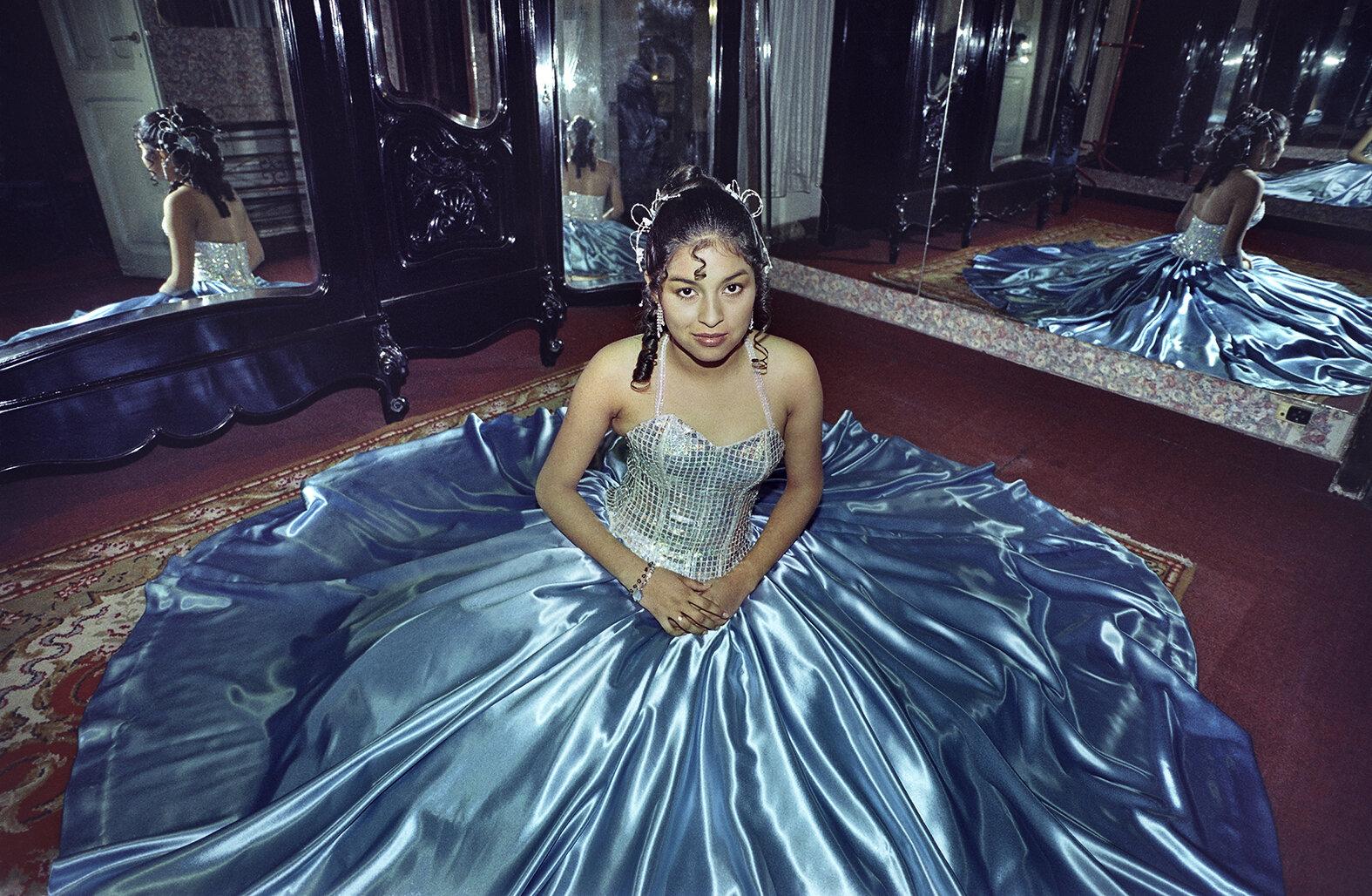 08 Quinceañera-Girl on her fifteenth birthday 2000 copia.jpg